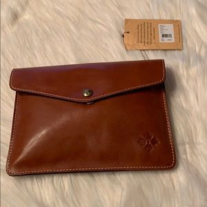 NWT Patricia Nash Heritage Mini Clutch Tan A81001